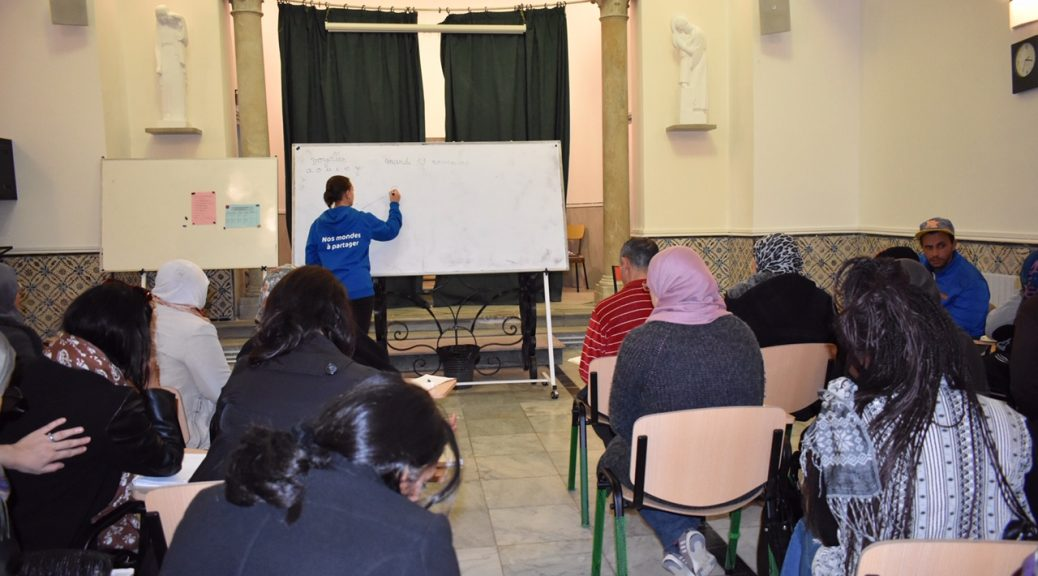 Tunisie volontaire donne des cours